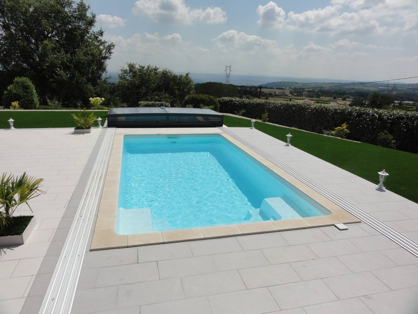 Installation de piscine coque polyester toulon mon for Installation piscine coque