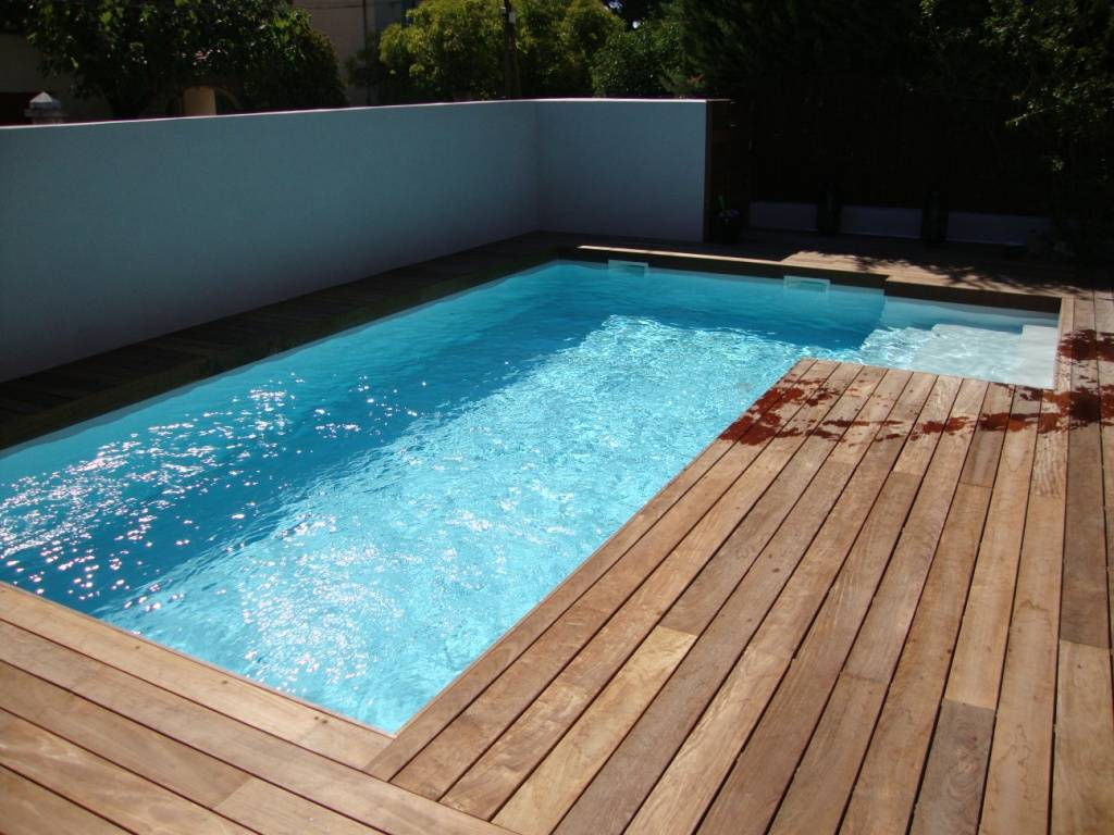 Installation de piscine coque polyester toulon mon for Dimension piscine